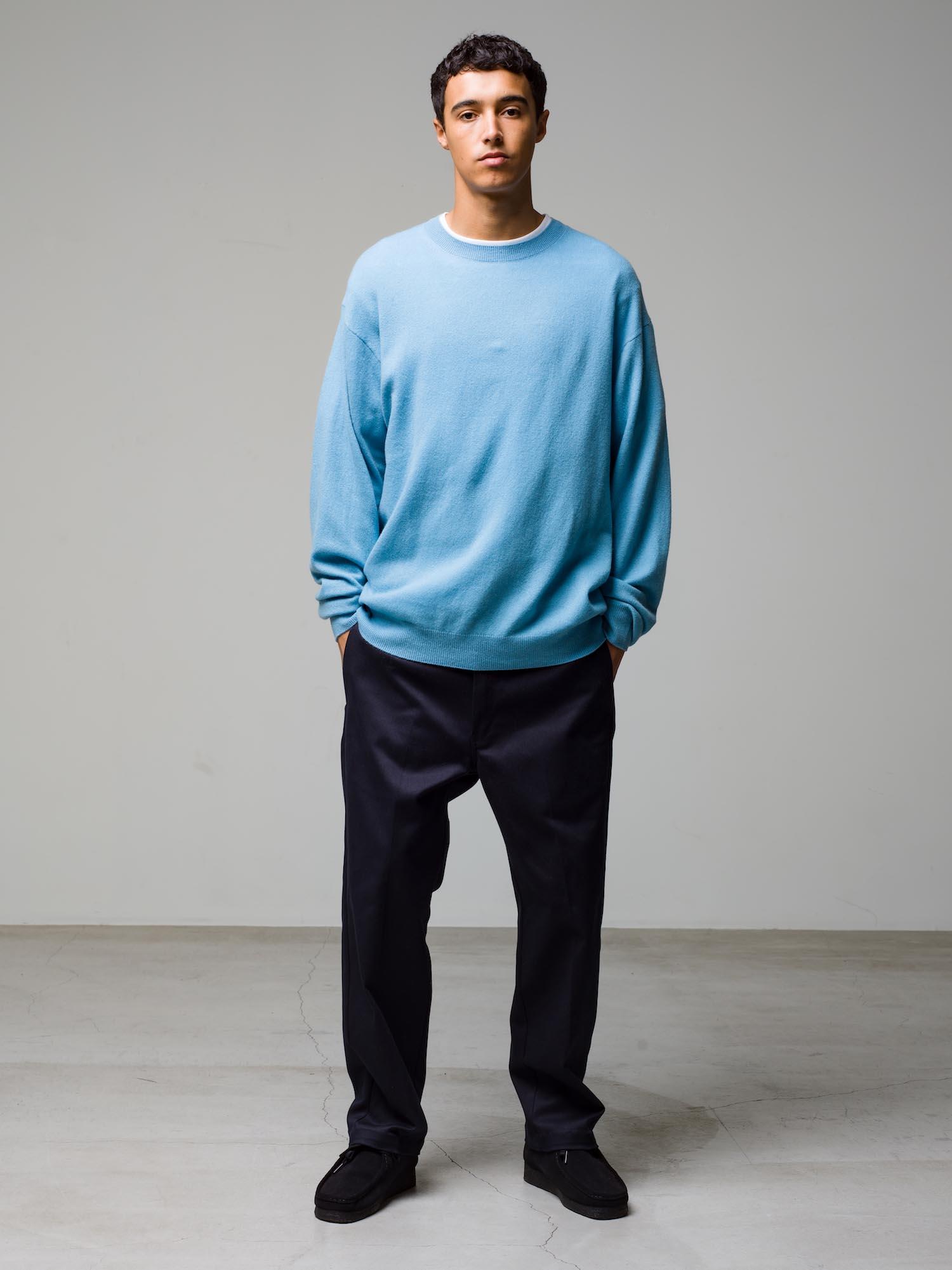 26) Knit ¥39,600  Inne ¥8,800  Pants ¥22,000  Shoes ¥25,300