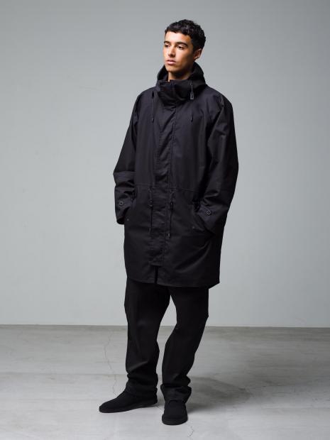 29) Jacket ¥75,900  Pants ¥22,000  Shoes ¥25,300