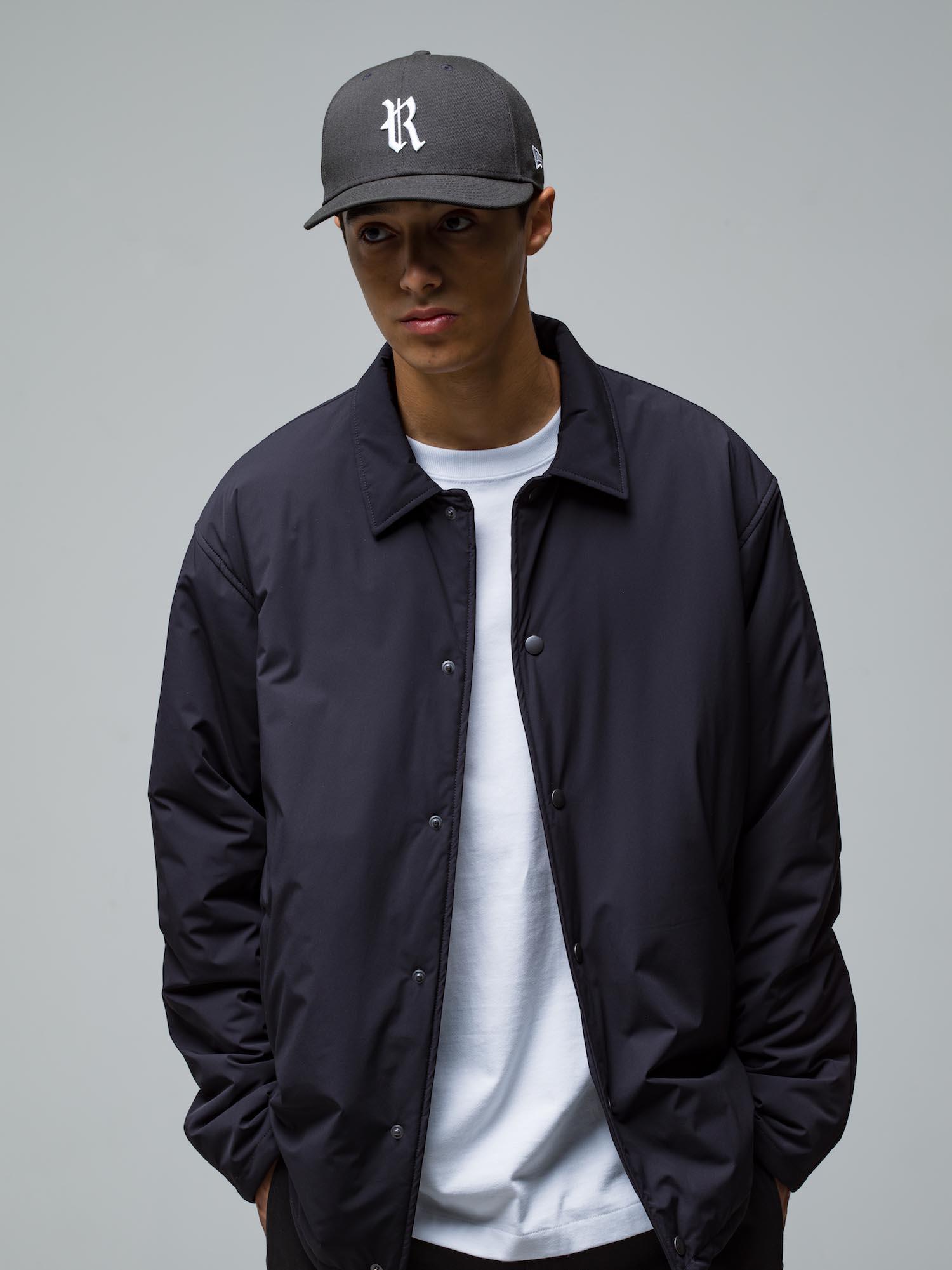 32) Cap ¥9,900  Jacket ¥42,900  Inner ¥8,800  Pants ¥22,000