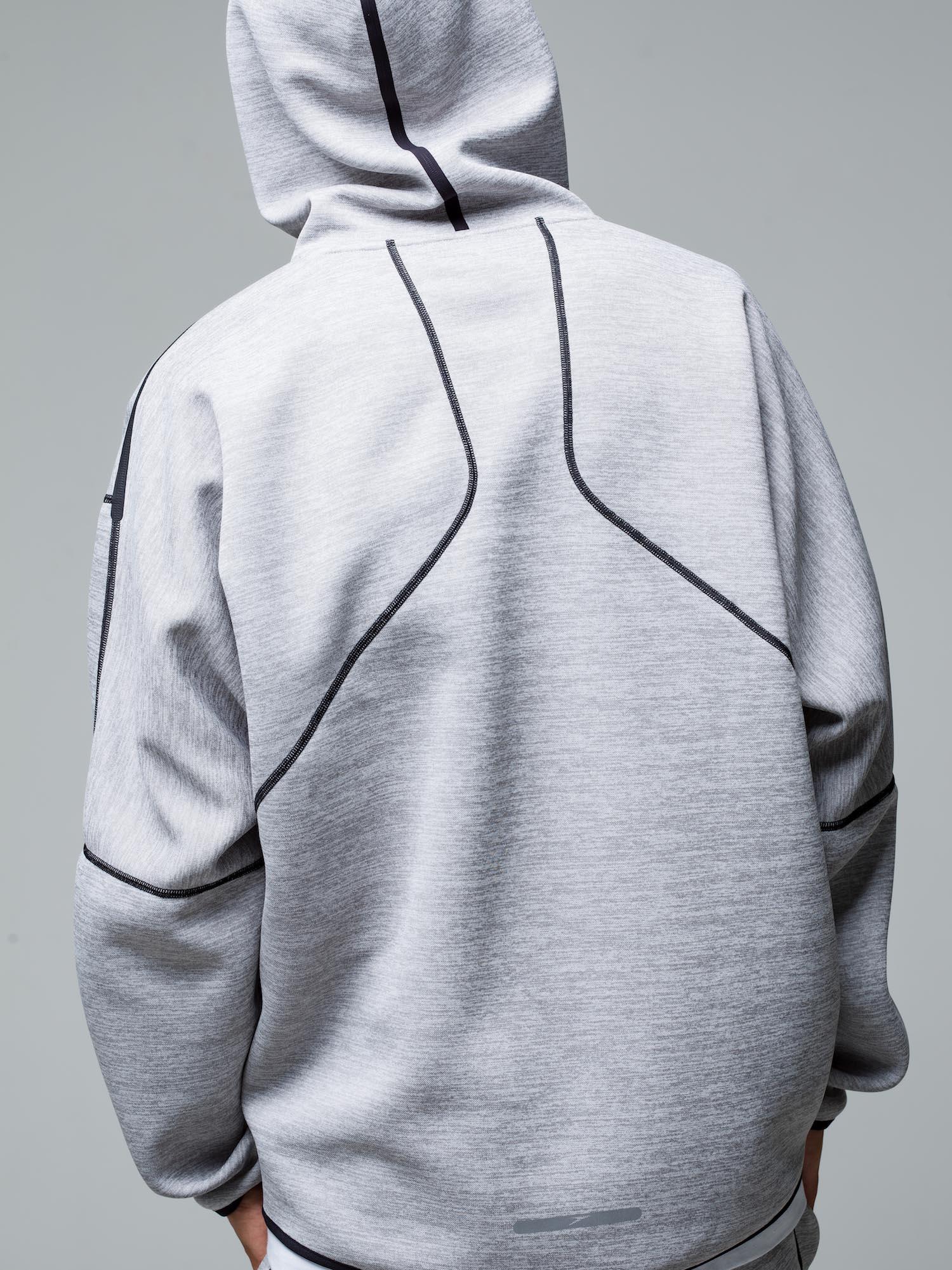 33) Hoodie ¥20,900  Inner ¥8,800  Pants ¥17,600