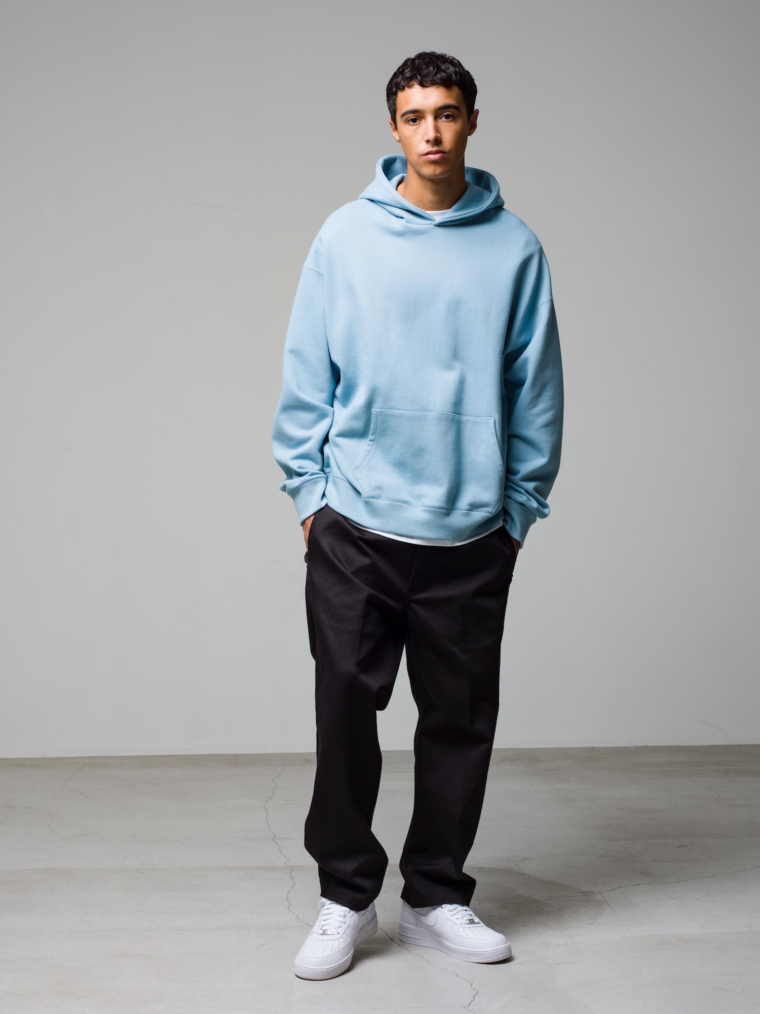 36) Hoodie ¥25,300  Inner ¥8,800  Pants ¥22,000  Shoes ¥11,000