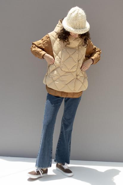 2_1 outer¥132,000  outer¥121,000 knit cap¥19,800  pants¥25,300  shoes¥6,050