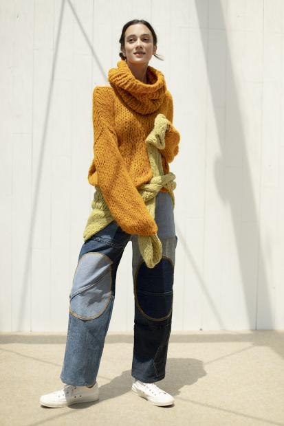 3_1 knit¥42,900  knit¥42,900  pants¥80,300  neck walmer¥17,600  hair acc¥5,500  shoes¥7,700