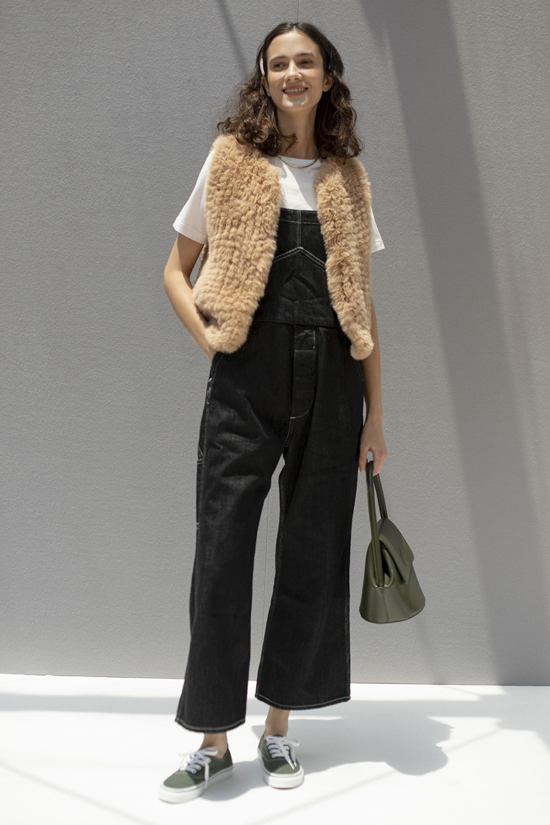 5_1 overall¥36,300  tee¥9,350  vest¥39,600  hair acc¥9,900  necklace¥30,800  bag¥60,500  shoes¥6,050