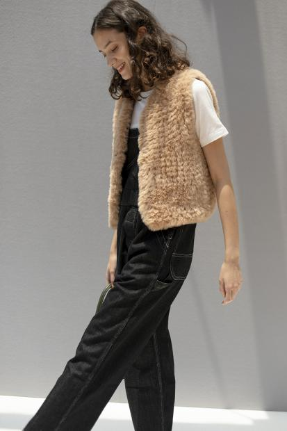 5_2 overall¥36,300  tee¥9,350  vest¥39,600  hair acc¥9,900  necklace¥30,800