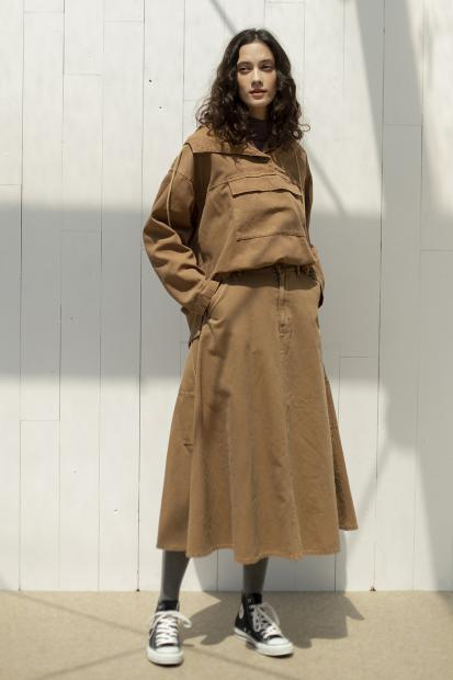 6_2 jacket¥39,600  tee¥14,300  skirt¥25,300  tights¥4,400  shoes¥6,380