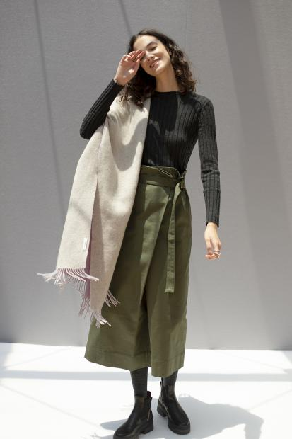7_2 knit¥17,600  skirt¥28,600  stole¥39,600  ring¥118,800  tights¥6,050  shoes¥64,900