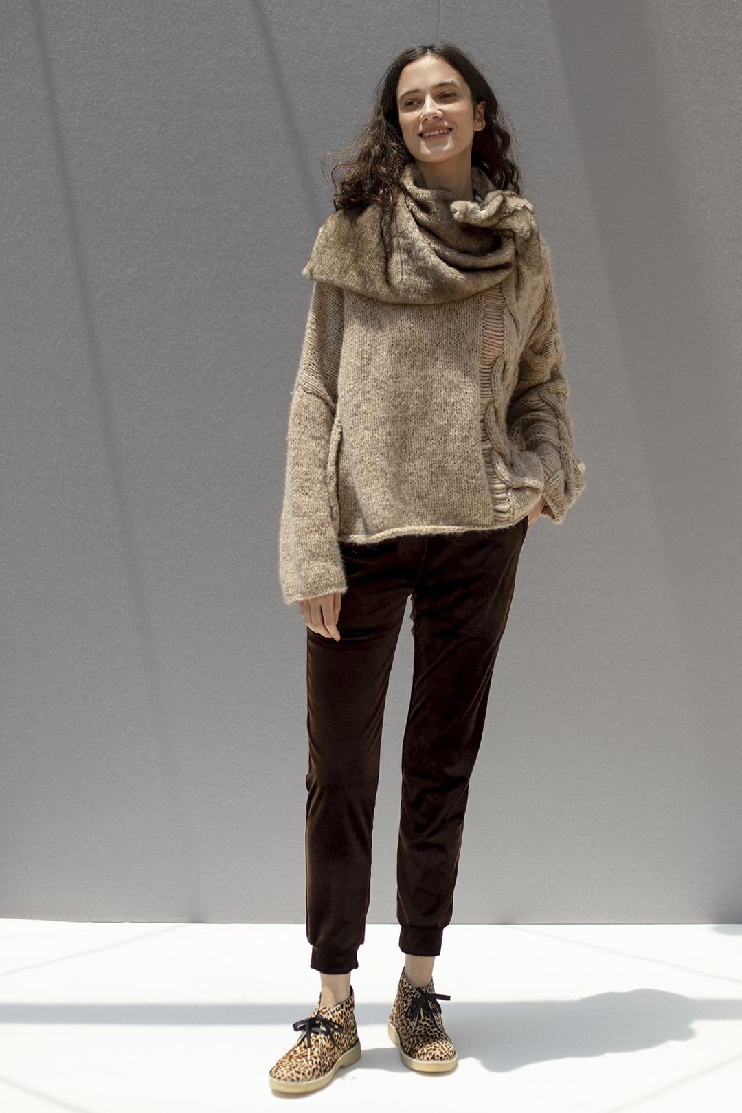 11_2 knit¥64,900  pants¥23,100  acc¥14,300  shoes¥25,300
