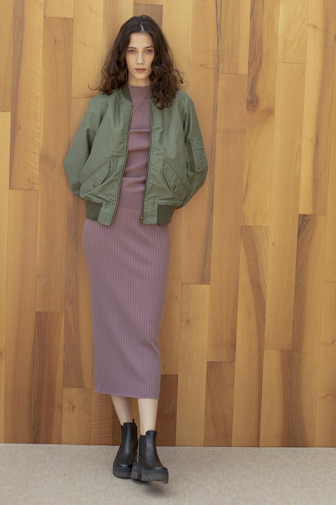 18_2 jacket¥53,900  knit¥25,300  skirt¥25,300  shoes¥64,900