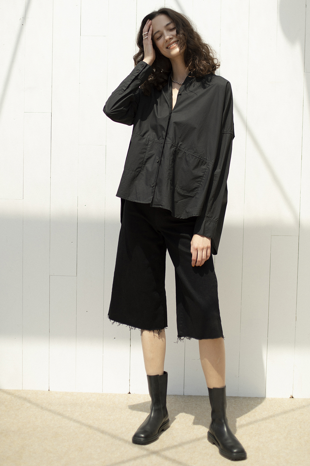 26_2 shirt¥28,600  pants¥39,600  necklace¥319,000  ring¥207,900  ring¥91,300  shoes¥64,900