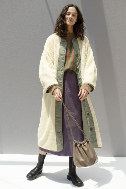 33 outer¥53,900  knit¥48,400  skirt¥25,300  bag¥40,700  shoes¥64,900