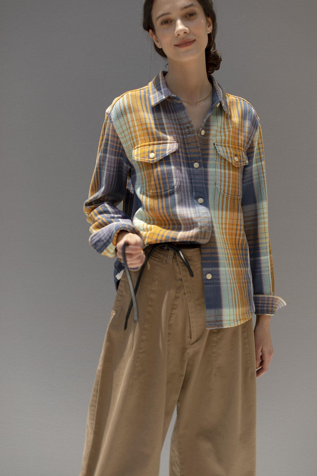 34 shirt¥25,300  pants¥28,600  belt¥13,200  necklace¥297,000
