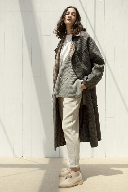 39_2 outer¥132,000  knit¥31,900  tee¥12,100  pants¥15,950  necklace¥50,600  shoes¥25,300