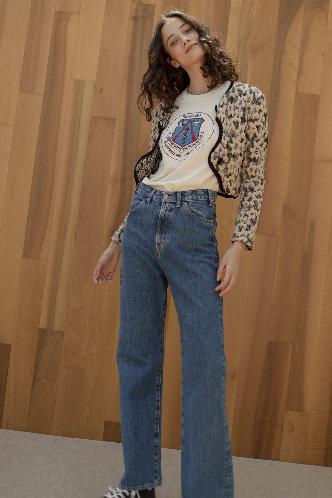 43_1 jacket¥28,600  tee¥14,300  pants¥25,300  necklace¥319,000  shoes¥18,700